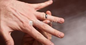 Tips Mengeluarkan Cincin yang Tersangkut Di Jari atau Kekecilan