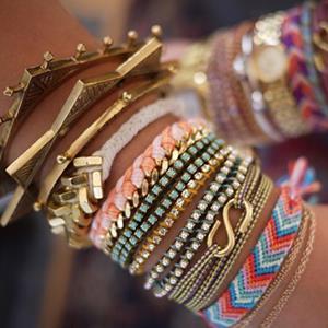 Tips Menggabungkan Perhiasan Gelang